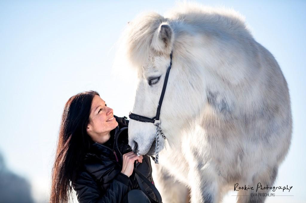 Pferden wie Menschen tut es gut, positiv bestärkt zu werden!