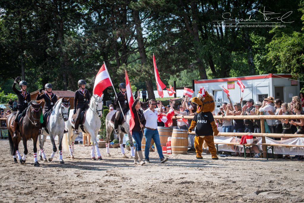 Insgesamt 45 Pferd-Reiterpaare aus 15 Nationen und jede Menge Fans waren zur Working Equitation Weltmeisterschaft angereist und ihr Können unter Beweis zu stellen.