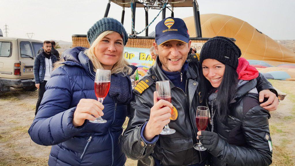 Gut gelandet: Unser Ballon-Pilot war einer der ersten Ballonfahrer überhaupt in Anatolien. Er hat schon 20 Jahre Erfahrung und war wahnsinnig lustig!
